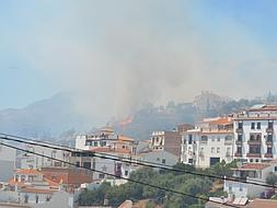Home owners and authorities assess the damage in Cómpeta fire