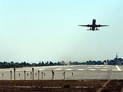 Increase in flights forces opening of second runway at Malaga airport