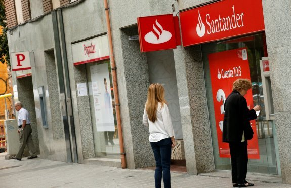 Santander buys banco popular for just one euro to avert for Sucursales banco santander barcelona