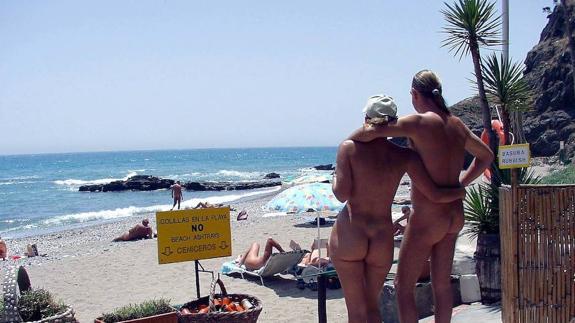 Amateur nude mirror selfie
