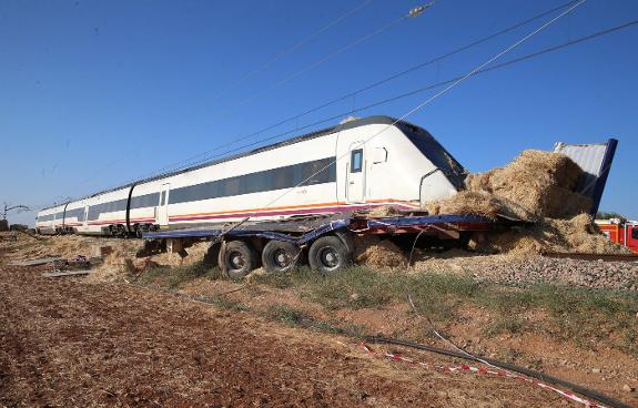 A Train From Seville To Malaga Hits A Lorry On An Uncontrolled Level