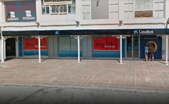 Armed robber holds up bank in Calahonda   surinenglish com