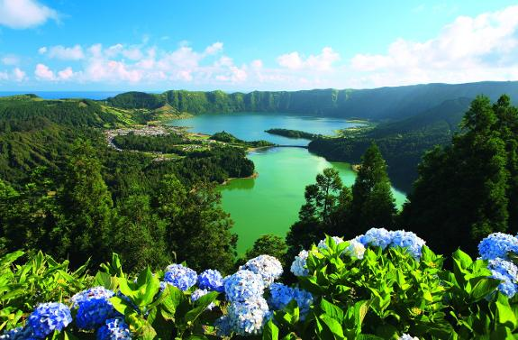 Azores An Atlantic Paradise Sur In English